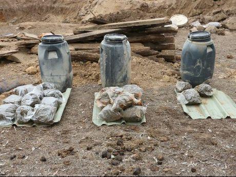 Underground containers found in Warwick