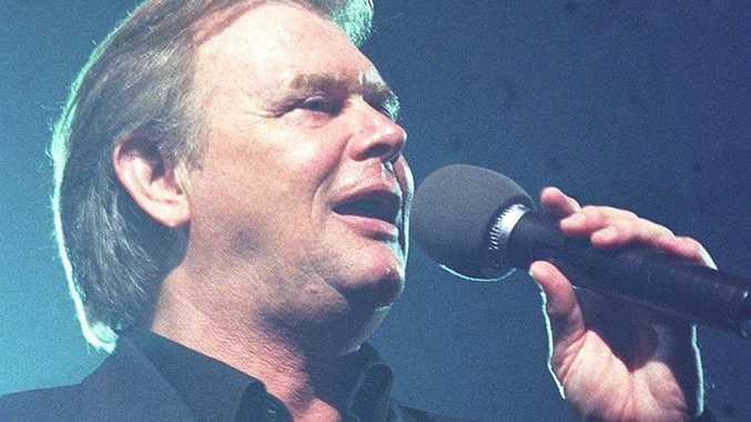 10/05/03 119231 John Farnham in concert.