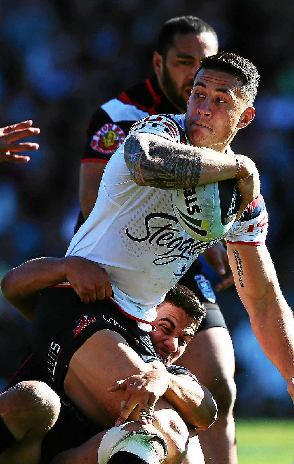 Sonny Bill Williams looks to offload against the Warriors.