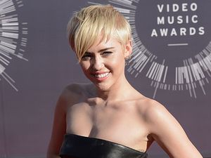 Miley Cyrus lets homeless friend accept MTV VMA prize
