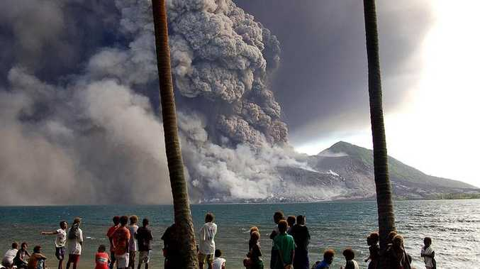 Mt Tavurvur has erupted again on August 29, 2014, in eastern Papua New Guinea, spewing rocks and ash into the air and forcing the evacuation of local communities, seismologists and reports said.