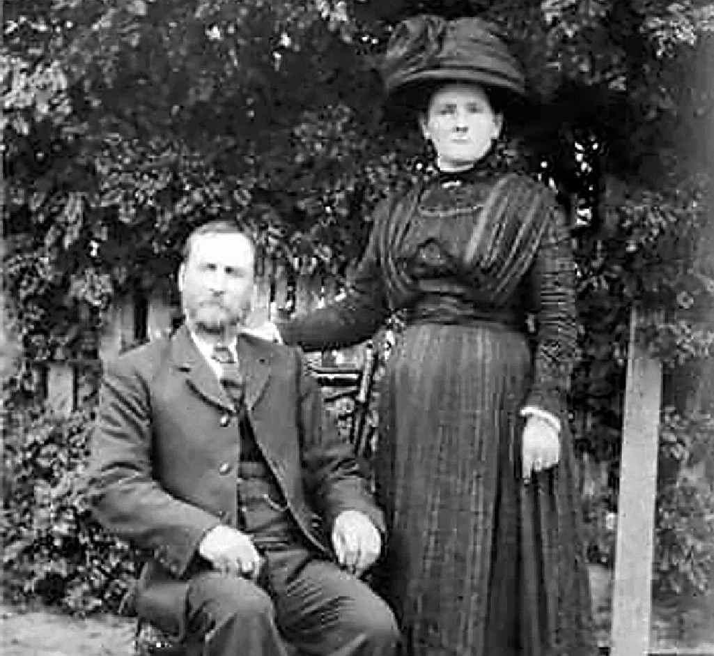 Ernest John Smith and his wife Sarah Ann (nee Bostock).