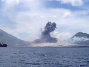 What a volcanic eruption really looks like, no Hollywood