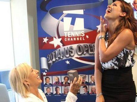Tennis great Martina Navratilova's proposal was accepted by her long-term partner Julia Lemigova between the men's semifinal matches at the US Open