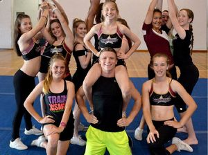 Mackay cheerleaders learn a thing or two from world champ