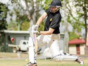 Gold players star for cricket clubs