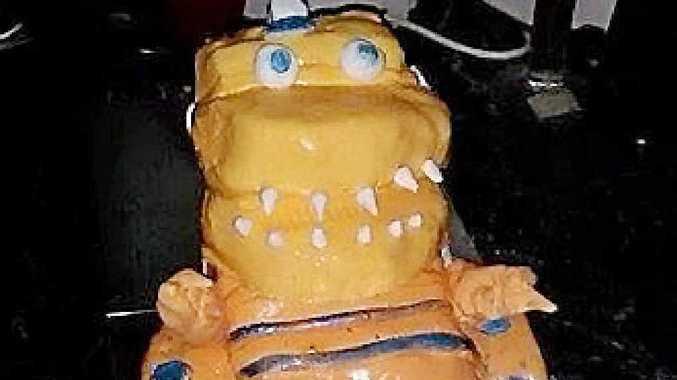 CAKE FAIL: Chloe Davis ordered this baby dinosaur cake but got something completely different.