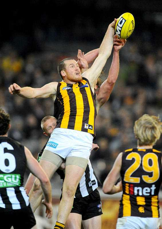 Jarryd Roughead of Hawthorn wins the throw-in against Lachlan Keeffe of Collingwood, during the Round 23 AFL match between the Hawthorn Hawks and Collingwood Magpies at the MCG in Melbourne, Friday, Aug. 2014.
