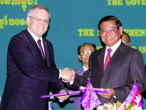 Australia offers new home to refugees ... in Cambodia