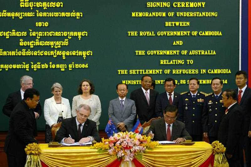 Cambodian Minister of Interior Sar Kheng and Australian Immigration Minister Scott Morrison sign last year's agreement to send asylum seekers to Cambodia.