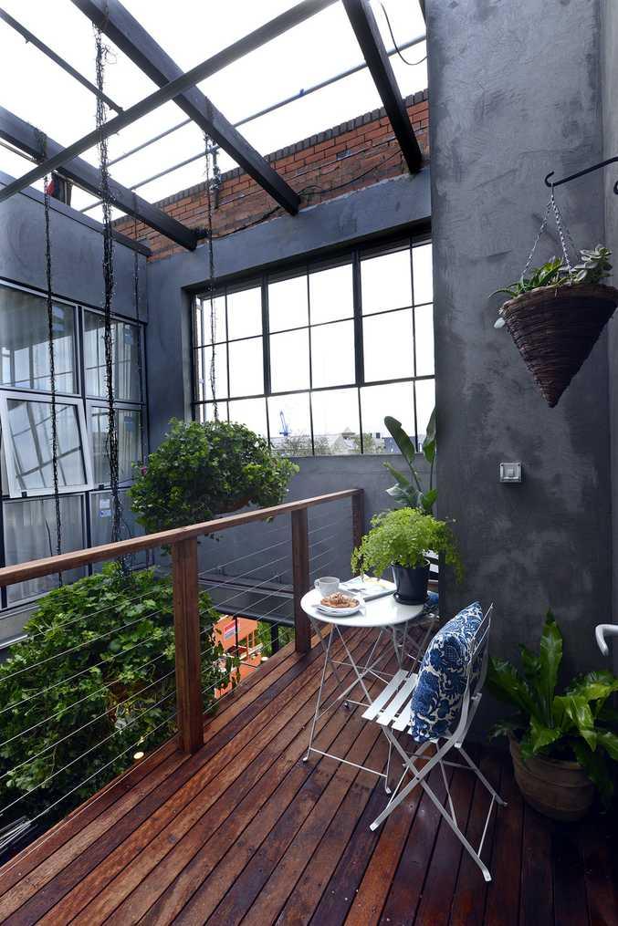 Dee and Darren's mezzanine balcony with Melbourne city views.
