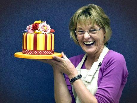 Cake decorating tutor, Diane Henning