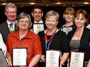 Childers receives plaque for nurses