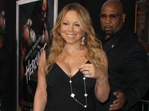 Mariah Carey stages moment of silence for Prince