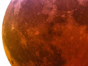 Blood moon to turn on show in night sky
