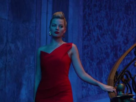 Margot Robbie in the trailer of Focus, also starring Will Smith