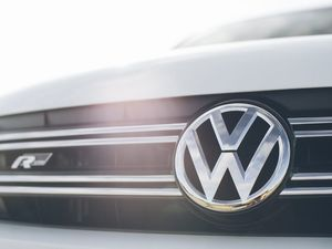 ACCC reviews if Volkswagen mislead Aussies on emissons