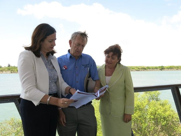 END TO 100% FIFO: State Opposition Leader Annastacia Palaszczuk, ALP candidate for Mirani Jim Pearce and Shadow Mines Minister Jo-Ann Miller looking at the policy ending 100% FIFO practices in Queensland. Photo Chris Lees / Daily Mercury