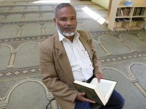 Mosque opens doors in walk for peace