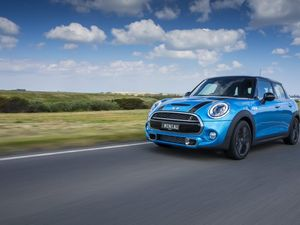 2014 Mini 5-Door road test review | Give me five