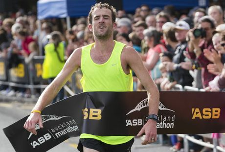 Stephen Lett winning the Auckland Marathon
