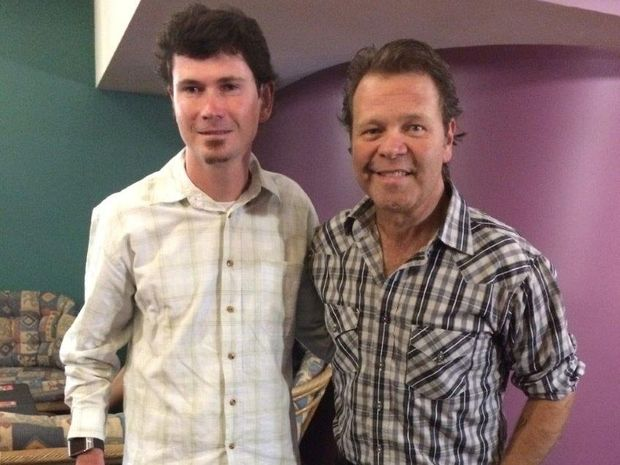 In his role as Ambassador for Australian Hearing, country singer Troy Cassar-Daley caught up with renowned local horse rider Dale Johnston prior to his performance at Sawtell RSL.