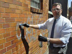 Pollies join to tackle graffiti