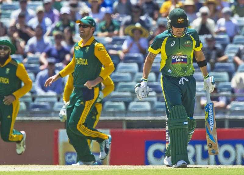 Australian batsman Michael Clarke (R) loses his wicket during the first one day international (ODI) cricket match of the series between Australia and South Africa in Perth on November 14, 2014.