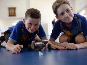 Kalkie students take on robots
