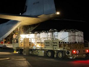 RAAF air crews deliver water and shelter to Iraqi citizens