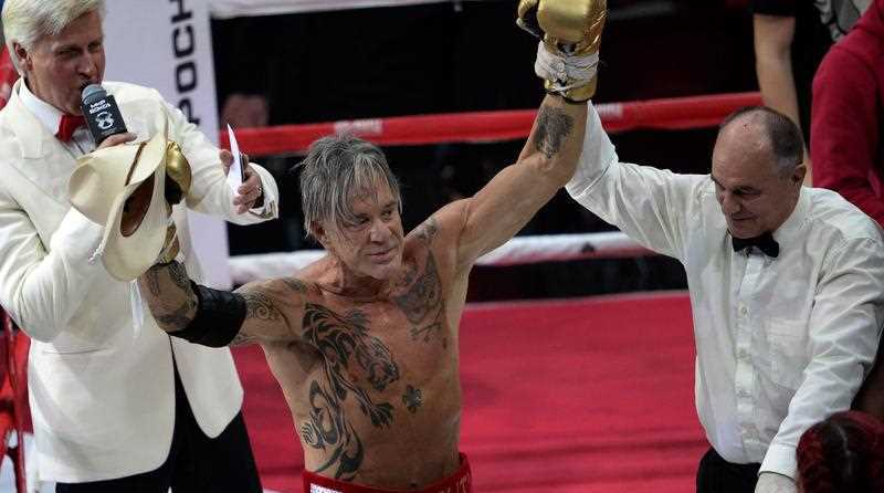 TOPSHOTS Hollywood actor Mickey Rourke (C), 62, raises his fists after knocking out US professional Elliot Seymour, 29, in Moscow on November 28, 2014, as Rourke revives his boxing career at the age of 62 taking to the ring.