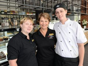 New riverbank eateries flooded with customers in first week
