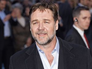 Russell Crowe's awkward dinner with Ryan Gosling