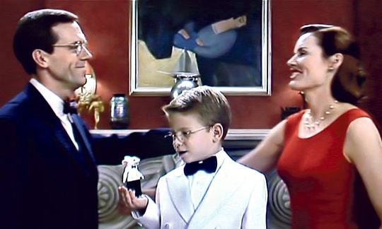 A scene from Stuart Little showing the Hungarian artwork in the background