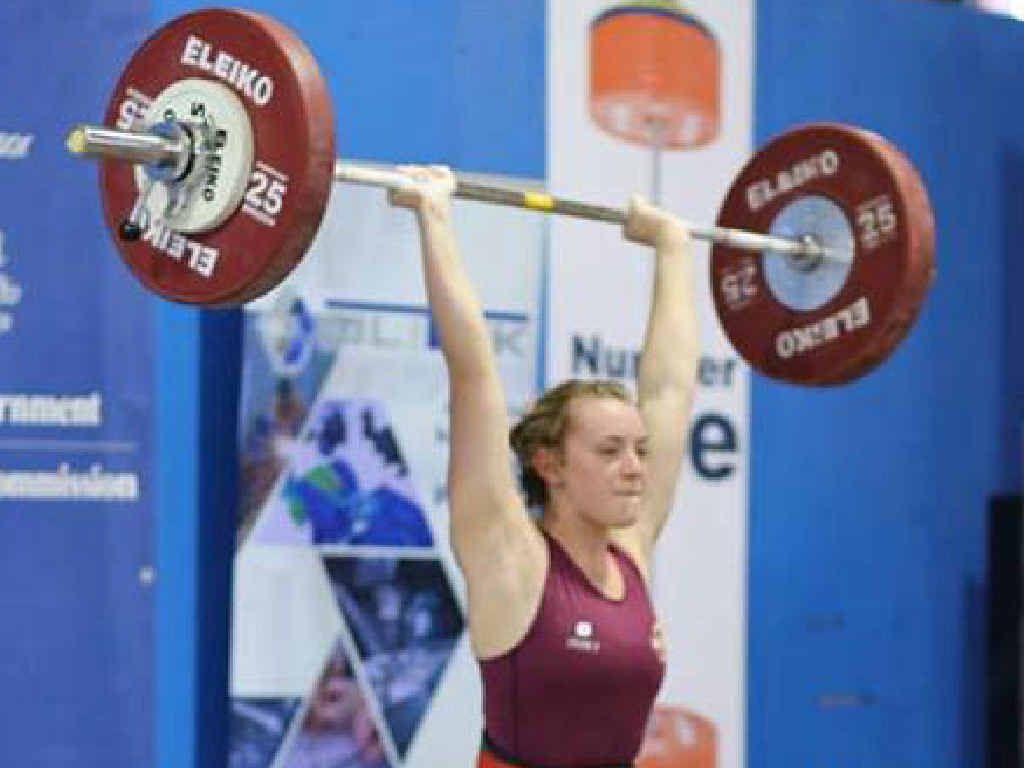 Mackay's Alyssa Collins lifts 80kg at the Australian Junior Weightlifting Championships.