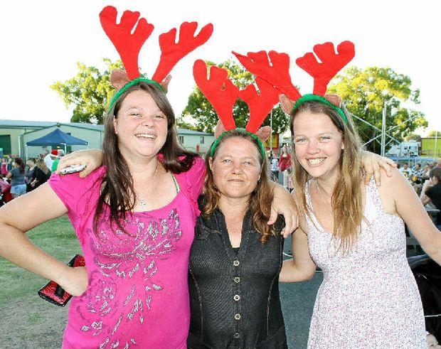 Kayla, Kaylean and Angela McDonald at the 2013 Laidley Christmas Carnival.