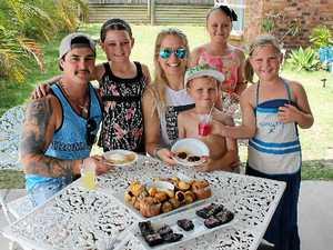 Video: Kids open lawn cafe to make pocket money