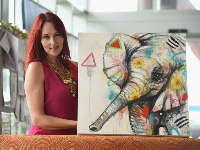 Nicole McBride with her painting Daisy that she is using to raise money for the Wide Bay animal refuge.