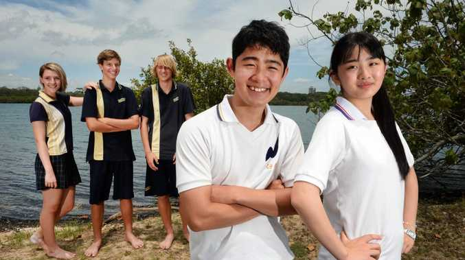 Shelby Broghton, Riley Archer, Sam Mason with Japanese students Karen Okubo and Ryosuke Usui at the Tweed river. Photo: John Gass / Tweed Daily News