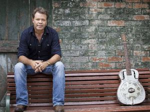 Troy Cassar-Daley graces town hall stage