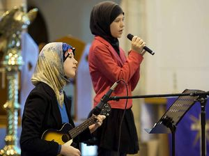City makes stand for peace after Sydney siege