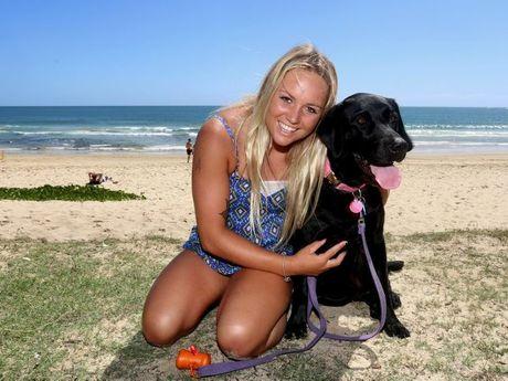 Karlee Nurthen with her dog Mooloo at Mooloolaba Beach. Photo: Nicola Brander / Sunshine Coast Daily