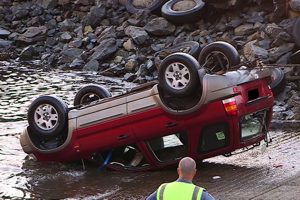 A Ford SUV was found submerged at the Coffs Harbour boat ramp on the morning of Christmas Eve. Photo: Frank Redward