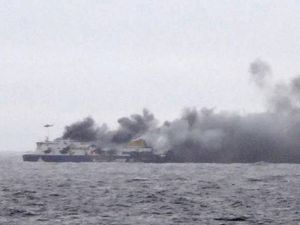 Greek ferry fire: One dead, hundreds trapped