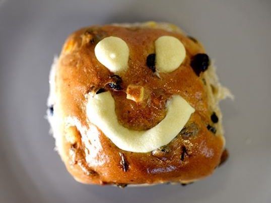 """Ferguson Plarre Bakehouses will sell """"not cross buns"""" decorated with smiley faces"""