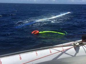 Yacht race sensation with leader Team Australia dismasted
