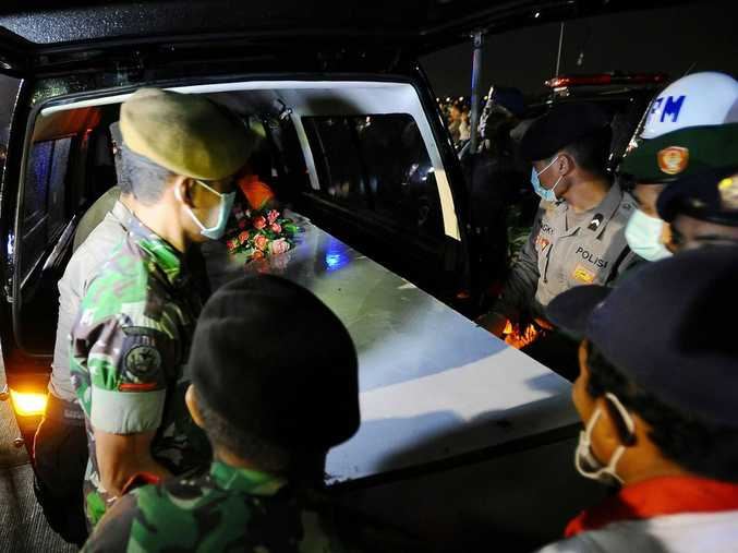 Indonesian soldiers place a coffin containing victims of the AirAsia flight QZ8501 crash in an ambulance to be identified on 4 January, 2015