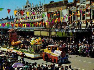 Mayor helps celebrate Toowoomba's wonder years