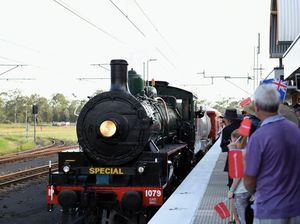 Steam train arrives at Maryborough West