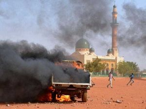 Five dead as churches and French flags burn in Niger riots